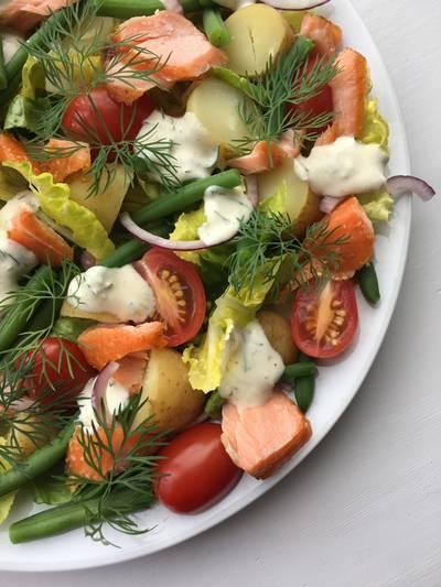 Salat med laks og kartofler
