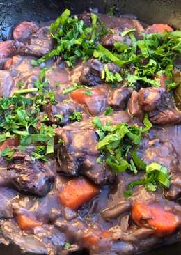 Rødvinsmarineret oksekød (gryderet)