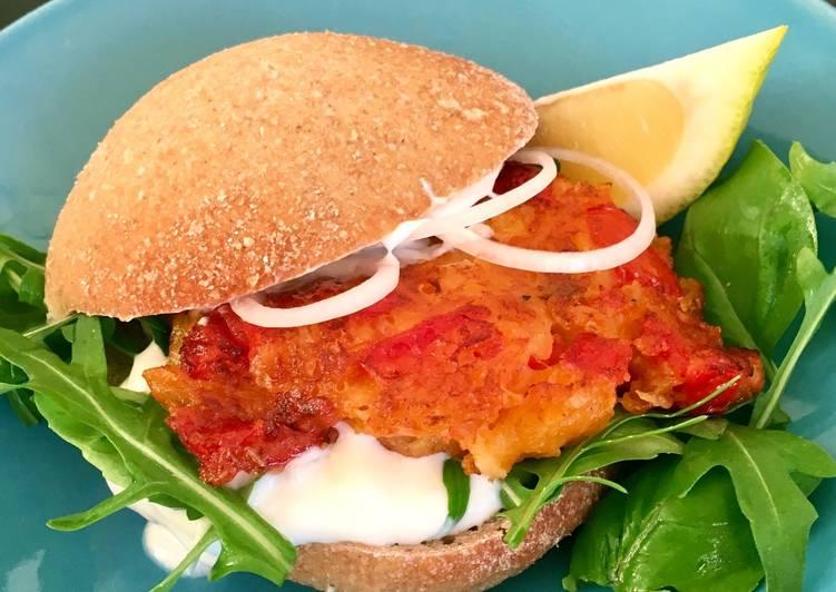 Veggie burger med tomatbøf (tomat-keftedes)