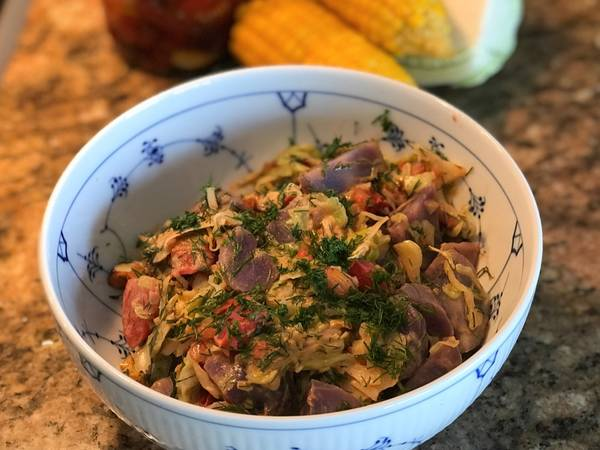 Spidskål med mandler og tomater og lidt mere