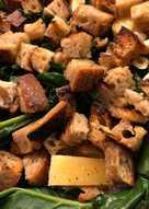 Lun brødsalat med aspargesbroccoli, hvidløg og ost