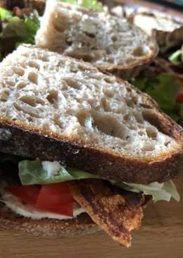 BLT sandwich med rygeostecreme