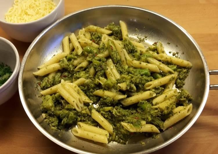 Pasta med broccoli og ansjoser