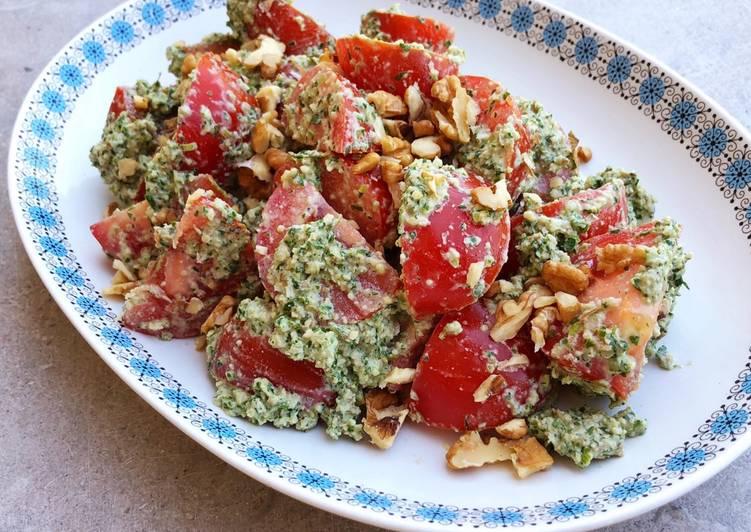 Tomatsalat med valnøddedressing
