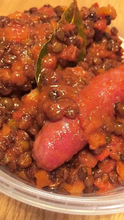 Salchicha med spicy grønne linser fra Puy