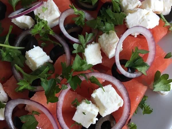 Vandmelon salat med feta og oliven