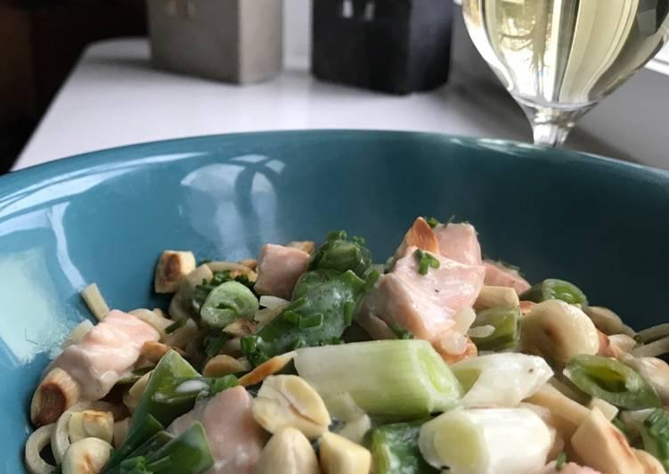 Score-ret med laks, pasta og grønt - Rimmers Køkken