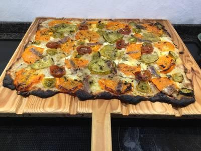 Pizza med bøffelmozarella, forskellige tomater og sardeller Sommerkonkurrencen 2018