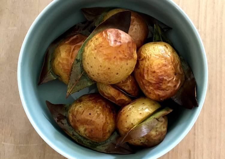 Kartofler bagt med laurbærblade