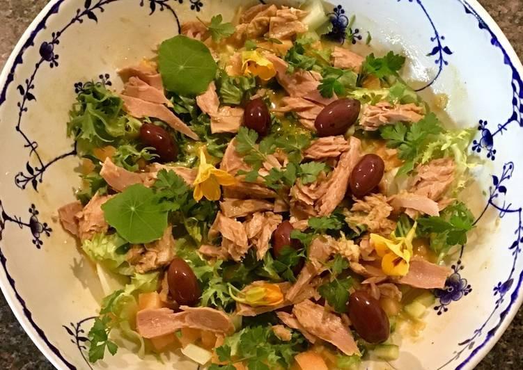 Ventrece Fra Tun I Salat Med Frisse Melon Agurk Oliven Og