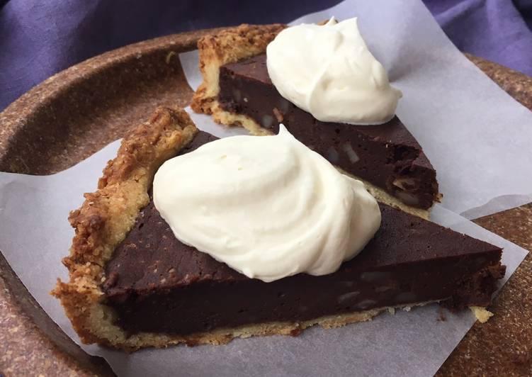 Bagt chokoladetærte med mandler
