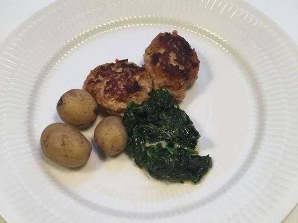 Frikadeller, spinat og kartofler