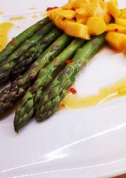 Sałatka ze szparagów i mango