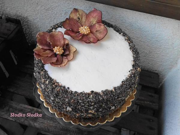 Tort ozdobiony Kwiatami zrobionymi z plasterków Gruszki-Straciatella z Malinami