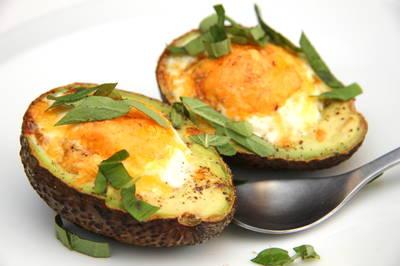 Jajko w awokado na śniadanie