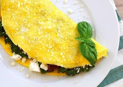 Omlet z fetą i szpinakiem