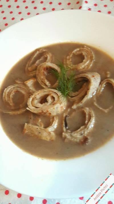 Zupa grzybowa z makaronem naleśnikowym
