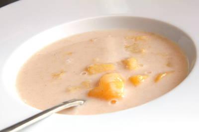 Zupa brzoskwiniowa ze śmietaną