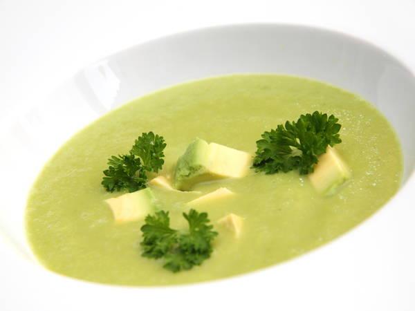 Zupa ogórkowa z awokado