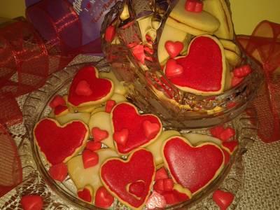 Walentynkowe ciastka, przekładane i lukrowane