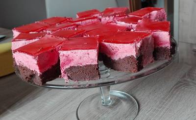 Ciasto czekoladowe z musem malinowym
