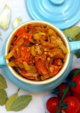 Kapusta z soczewicą w sosie pomidorowym