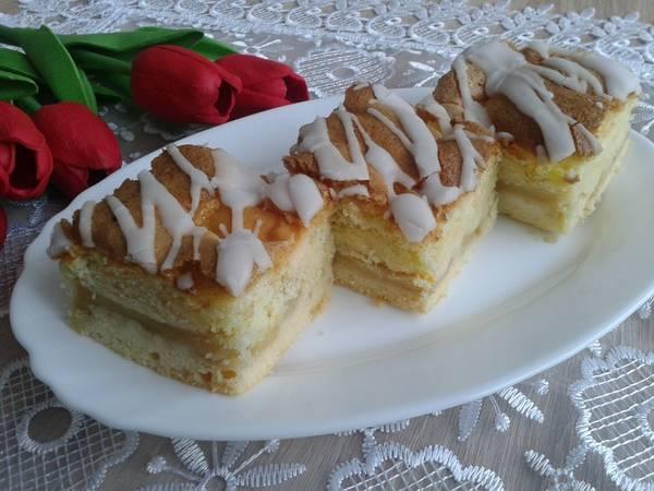 Cytrynowe ciasto z jabłkami i biszkoptem