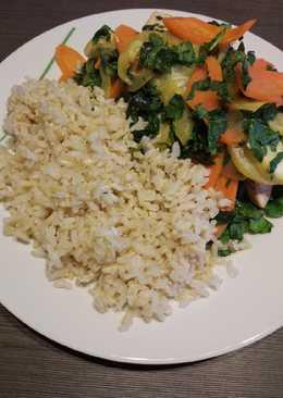 Ryż brązowy z cukinią, kurczakiem, szpinakiem i pietruszką