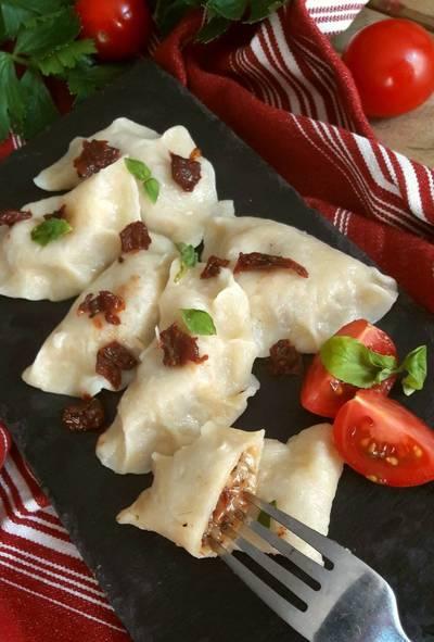 Pierogi Włoskie z mozarellą i suszonymi pomidorami