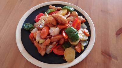 Friterad kyckling och grönsaker med sötsur sås (鶏肉と野菜の甘酢あんかけ)