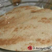 Σιροπιαστό γλυκό με μπαγιάτικο τσουρέκι