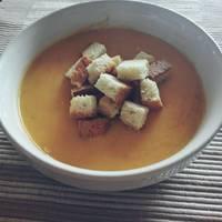 Κολοκυθόσουπα βελουτέ με γιαούρτι