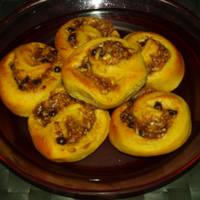 Νηστίσιμα τσουρεκένια ρολάκια με μήλο-χαλβά