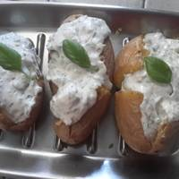 Πατάτα γεμιστή με δρoσερή κρέμα