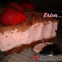 Παγωμένο τσιζκεικ φράουλας με cookies σοκολάτας