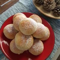 Αφράτα γλυκά ψωμάκια με πραλίνα φουντουκιου