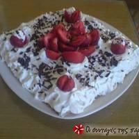 Εύκολη τούρτα με φράουλες και μπισκότα