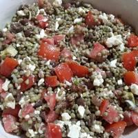 Κρύο πιάτο με φακές και σαλάτα