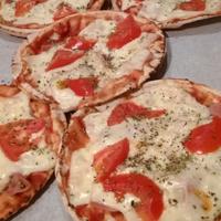 Εύκολη σπιτική πίτσα με αραβική πίτα