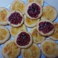 Μπισκότα με μαρμελάδα βερίκοκο πανεύκολα