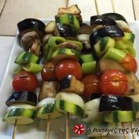 Σουβλάκια λαχανικών στο γκριλ με σως