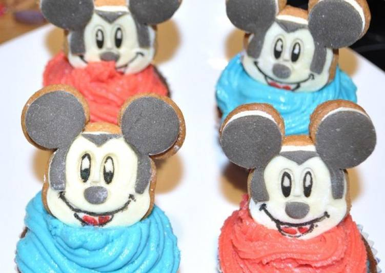 Cupcakes σοκολάτας με μπισκότα mickey mouse