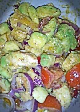 Σαλάτα με αβοκάντο και κοτόπουλο