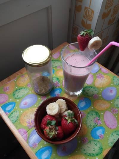 Smoothie με μπανάνα και φράουλες
