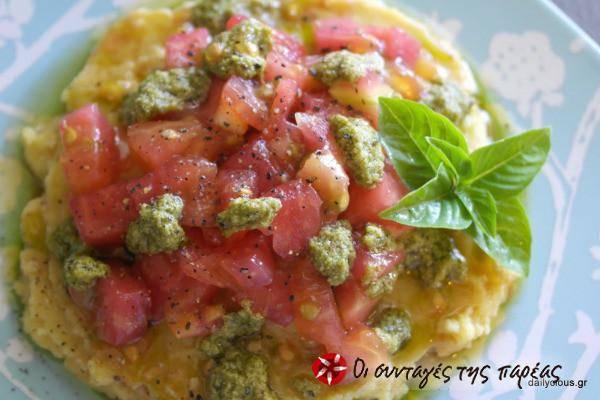 Φάβα με σάλτσα πέστο και ψιλοκομμένη ντομάτα
