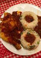 Κοτόπουλο κοκκινιστό με λιαστή ντομάτα
