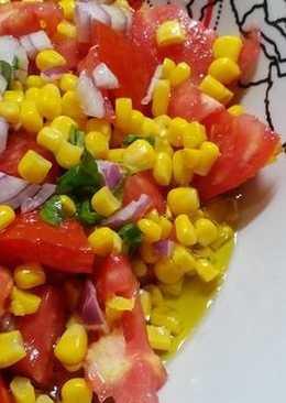Σαλάτα με ντομάτα, καλαμπόκι και βασιλικό