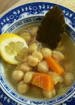 Ρεβύθια σούπα με καρότο, δάφνη και μπόλικο λεμόνι!