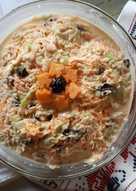 Σαλάτα με λάχανο, καρότο, ξινόμηλο και δαμάσκηνα