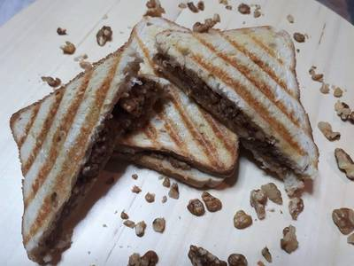 Εύκολη και λαχταριστή μηλόπιτα με ψωμί του τοστ